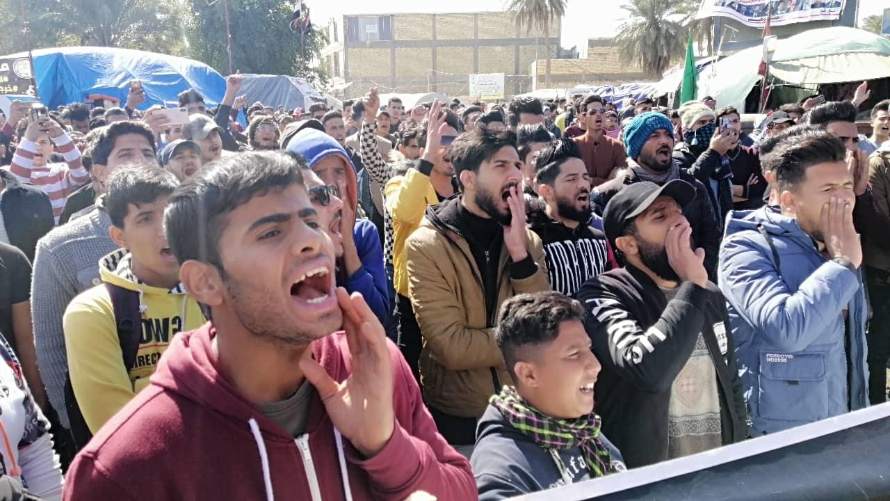 """مقتل متظاهر باطلاق نار في الناصرية.. وطلبة الديوانية يرفضون """"تفكيك الثورة"""" (فيديو صور)"""