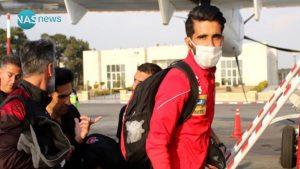 لاعب قادم من ايران يحضر مباراة بالدوري العراقي مرتدياً كمامة (صورة)