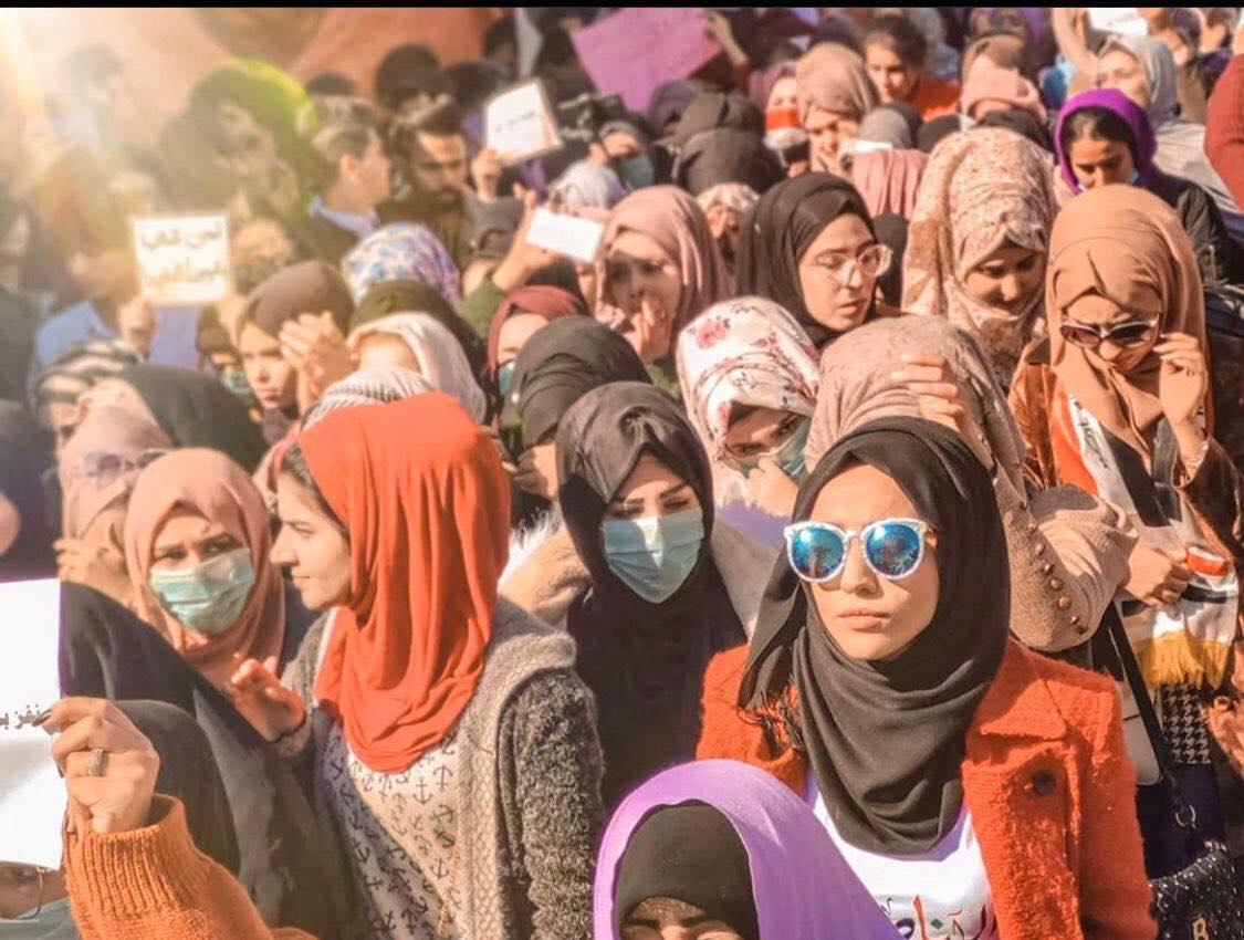 دعماً للمتظاهرين.. مسيرة نسوية حاشدة تملأ شوارع الناصرية (صور)