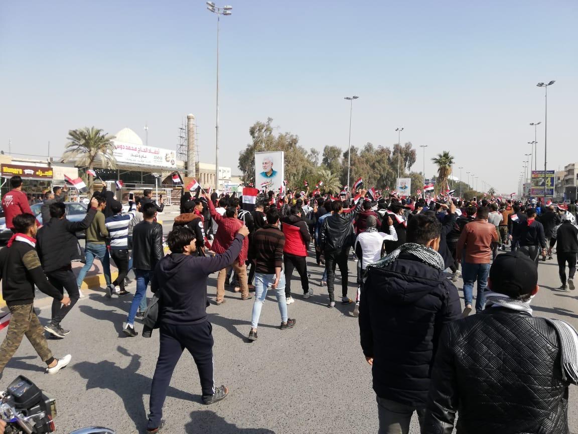 مسيرة احتجاجية تدخل ساحة الصدرين في النجف بعد ليلة عنيفة (صور)