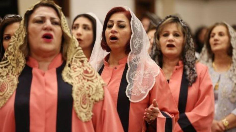 تقرير عن مسيحيي العراق: يتهمون القساوسة بالنفاق وكراسي الكنائس فارغة!