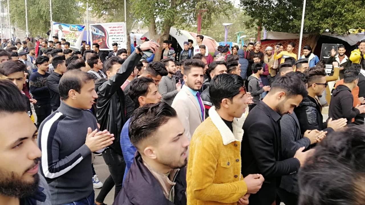 """هتافات الطلبة تهز الديوانية: """"ذبحونه بكل الساحات.. وين الأمم والهيئات"""" (صور)"""