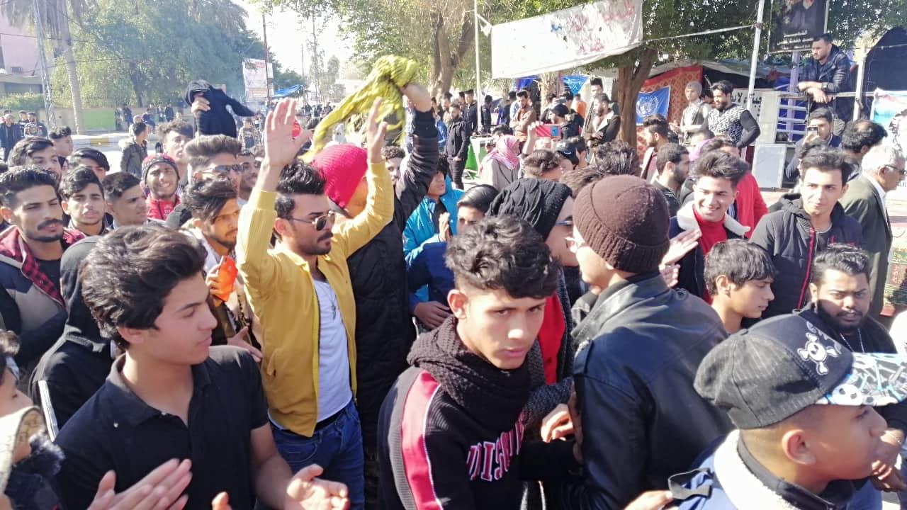 """""""الساعة"""" تغصّ مجدداً بطلبة الديوانية واعتداءات على المتظاهرين (فيديو وصور)"""