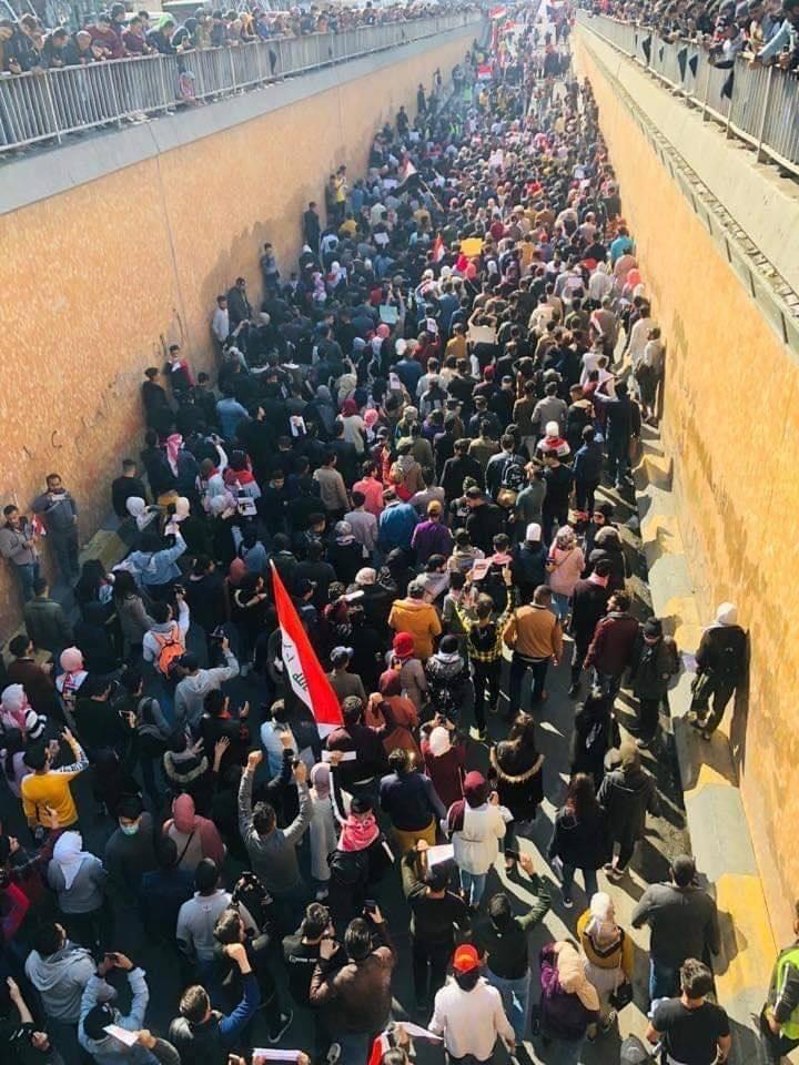 """حشود المتظاهرين تتوافد الى التحرير: """"طبّت ثورتنة السلمية"""" (فيديو وصور)"""