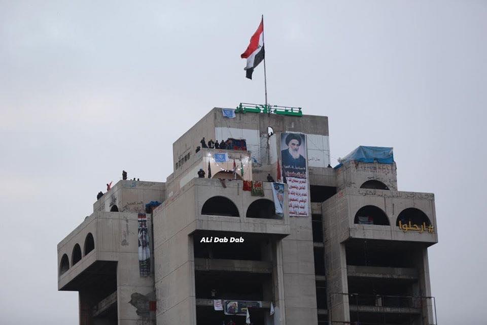 من يمنع التصوير في ساحة التحرير؟ (فيديو)