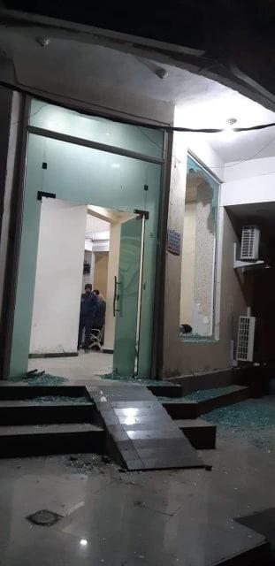 """احتجاجات صباحية غاضبة في الناصرية.. ومسلحون في """"قبضة"""" المتظاهرين (صور)"""