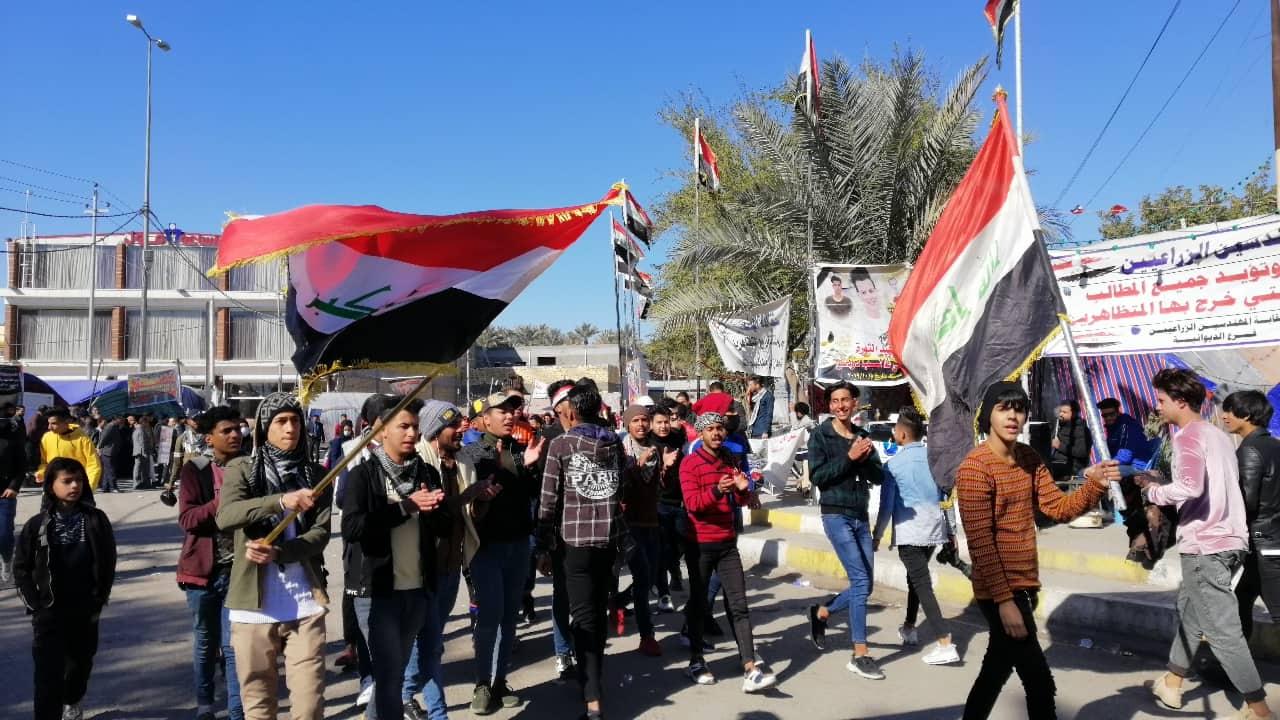 """متظاهرو الديوانية يخاطبون """"الطبقة السياسية"""": رهانكم خاسر ومستمرون بالاحتجاج (صور)"""